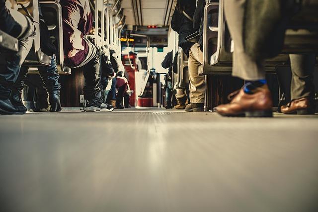 nohy cestujících.jpg