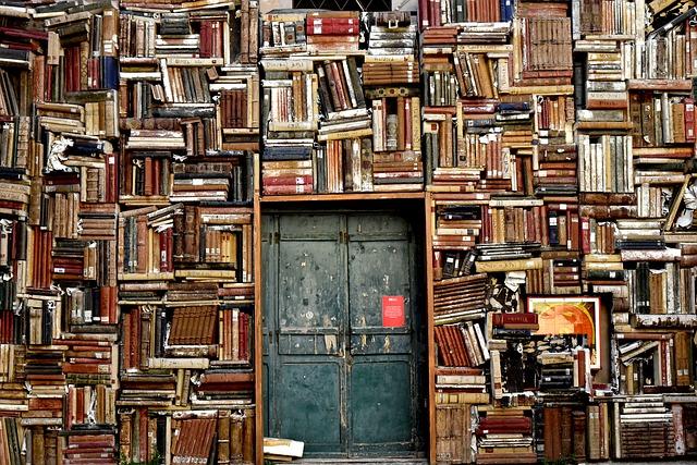 knihy kolem dveří