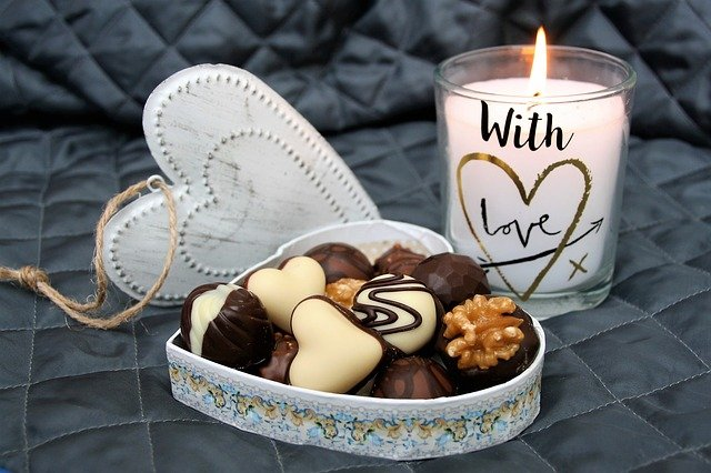 svíčka u bonbonů